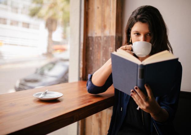 Lendo um livro para se inspirar