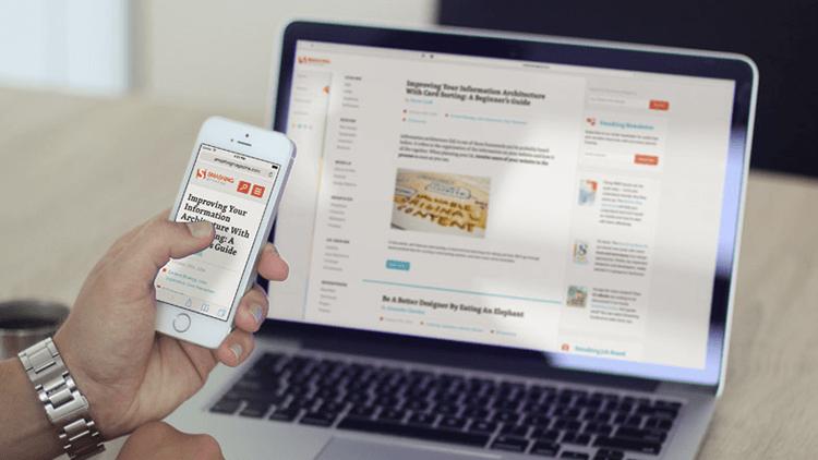 foto ilustrativas mostrando um site responsivo no celular e notebook